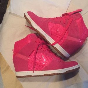 Women's NIKE HOT PINK Sky Hi Dunks